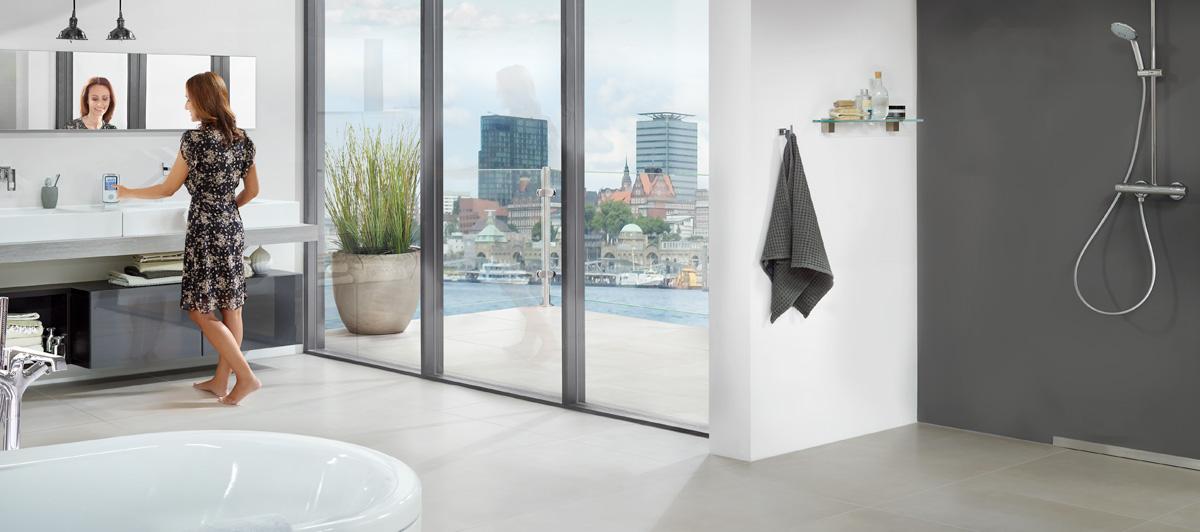 stiebel eltron boiserie in ceramica per bagno. Black Bedroom Furniture Sets. Home Design Ideas